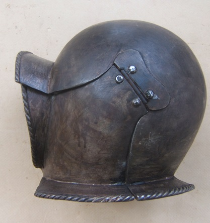 A VERY GOOD QUALITY VICTORIAN/EDWARDIAN PERIOD COPY OF A 16th/17th CENTURY GERMAN BURGONET, ca. 1900 front