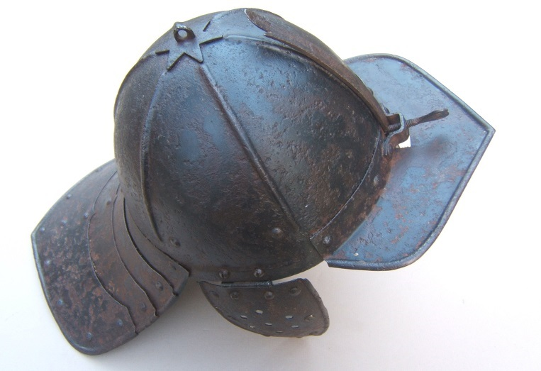 A VERY GOOD UNTOUCHED THIRTY YEAR WAR/ENGLISH CIVIL WAR PERIOD ENGLISH/DUTCH LOBSTER-TAIL POT HELMET, ca. 1620s