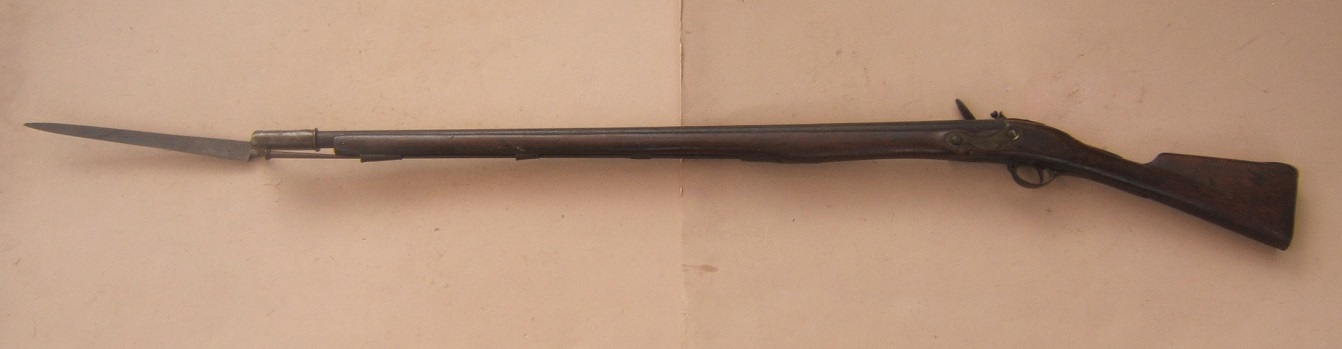 A VERY GOOD FEDERAL PERIOD/WAR OF 1812 PERIOD AMERICAN (NEW ENGLAND) MUSKET & SOCKET BAYONET, ca. 1790 view 2