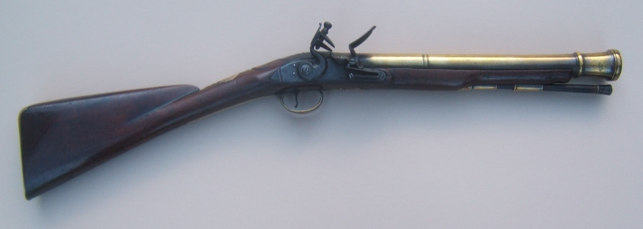A FINE QUALITY AMERICAN REVOLUTIONARY WAR PERIOD SMALL-SIZED ENGLISH OFFICER'S BRASS BARREL FLINTLOCK BLUNDERBUSS MUSKETOON, ca. 1770 view 1