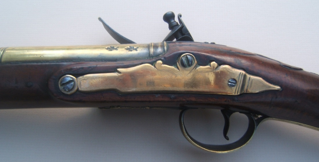 A FINE QUALITY AMERICAN REVOLUTIONARY WAR PERIOD SMALL-SIZED ENGLISH OFFICER'S BRASS BARREL FLINTLOCK BLUNDERBUSS MUSKETOON, ca. 1770 view 4