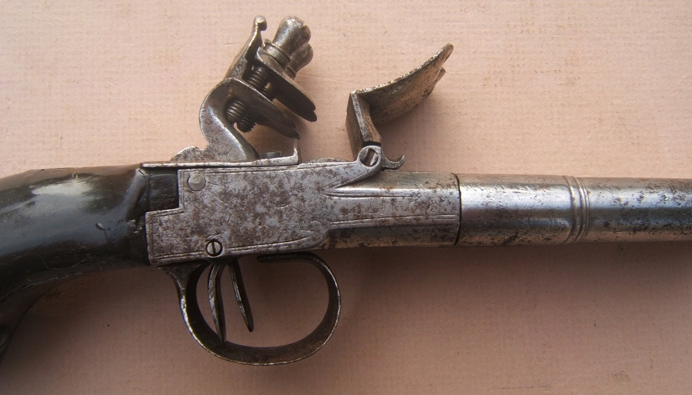 A VERY GOOD AMERICAN REVOLUTIONARY WAR PERIOD ENGLISH FLINTLOCK DOUBLE-BARREL TRAVELLING/BELT PISTOL, ca. 1770 view 3