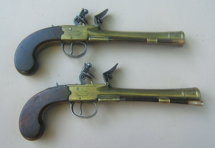 "A FINE PAIR OF BRASS BARREL ENGLISH BOXLOCK FLINTLOCK BLUNDERBUSS OFFICER'S PISTOLS, BY ""J & W. RICHARDS"", ca. 1810 view 2"