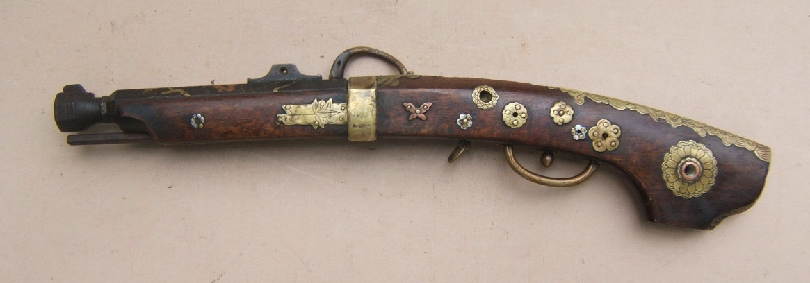 "A VERY FINE QUALITY EDO PERIOD JAPANESE SNAP MATCHLOCK ""TEMPLE"" PISTOL, ca. 1800 view 2"