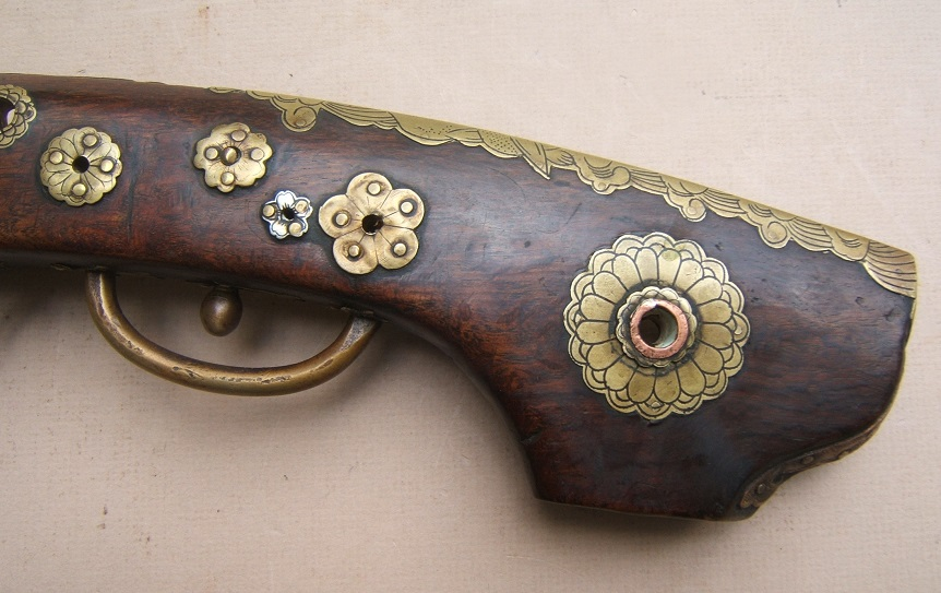 "A VERY FINE QUALITY EDO PERIOD JAPANESE SNAP MATCHLOCK ""TEMPLE"" PISTOL, ca. 1800 view 4"