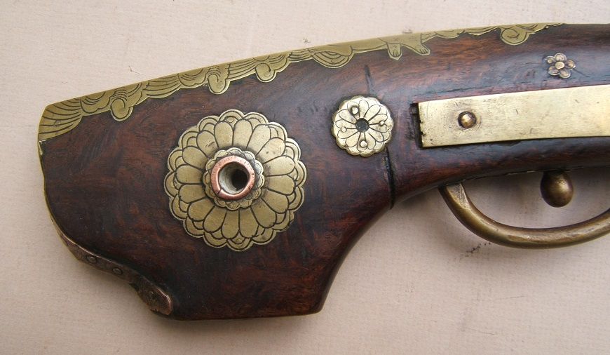 "A VERY FINE QUALITY EDO PERIOD JAPANESE SNAP MATCHLOCK ""TEMPLE"" PISTOL, ca. 1800 view 5"