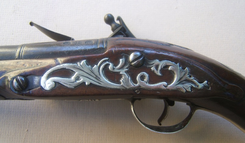 A VERY FINE & EARLY 18th CENTURY SILVER MOUNTED EARLY GEORGIAN COLONIAL PERIOD ENGLISH FLINTLOCK OFFICER'S/HOLSTER PISTOL, BY RICHARD WELFORD, ca. 1715 view 4