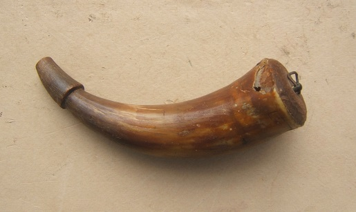 A VERY GOOD COLONIAL/REVOLUTIONARY WAR PERIOD AMERICAN PISTOL-SIZE POWDER HORN, ca. 1770 view 1