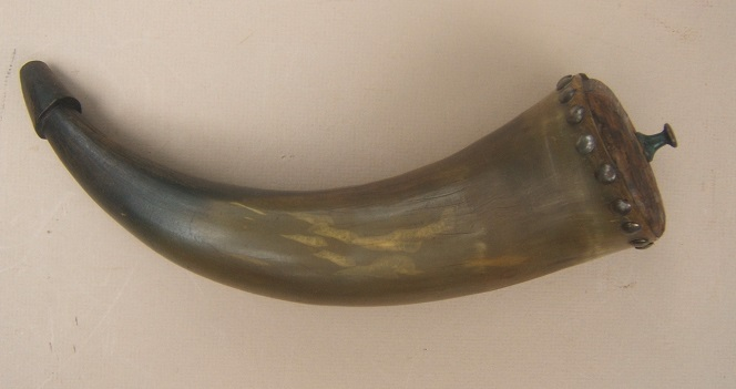 A FINE LATE 18TH/EARLY 19TH CENTURY COW HORN POWDER HORN, ca. 1780-1800 view 1