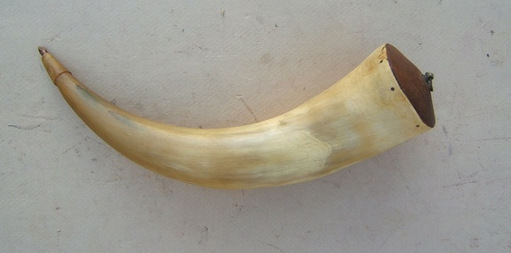 A VERY FINE AMERICAN REVOLUTIONARY WAR PERIOD MUSKET POWDER HORN, ca. 1770s view 2