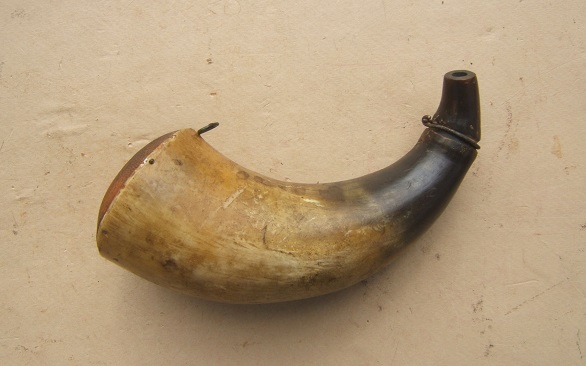 A VERY GOOD REVOLUTIONARY WAR PERIOD AMERICAN POWDER HORN w/ CONVEX BASE, ca. 1770 view 2