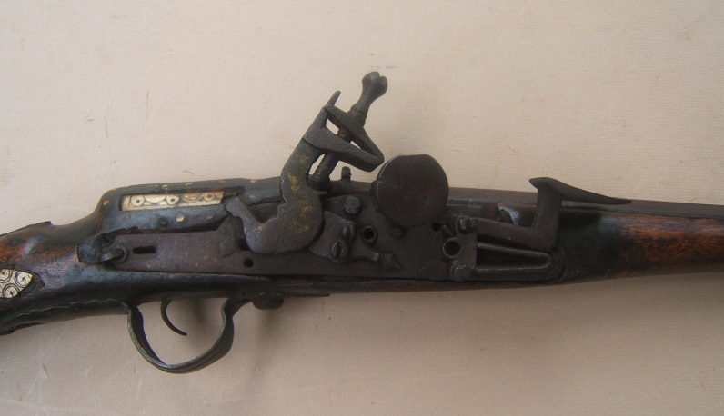 A VERY GOOD & UNTOUCHED EARLY 19th CENTURY BRASS & IRON MOUNTED SNAPHAUNCE KABYLE