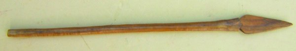 A VERY FINE EARLY 20TH CENTURY SOUTH PACIFIC (NEW GUINEA?) WOODEN SHORT-SPEAR, ca. 1920 view1
