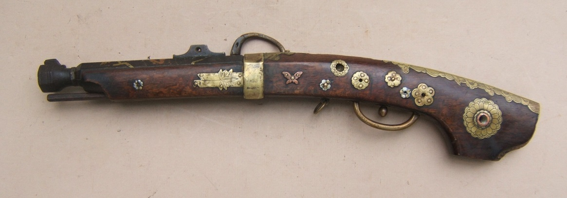 "A VERY FINE QUALITY EDO PERIOD JAPANESE SNAP MATCHLOCK ""TEMPLE"" PISTOL, ca. 1800 view2"