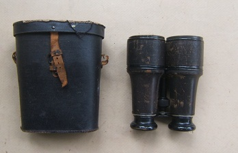 "A VERY GOOD CASED PAIR OF FRENCH/PARISAN-MADE AMERICAN CIVIL WAR PERIOD US ""SIGNAL SERVICE"" MARKED JAPPANED BRASS & LEATHER COVERED OFFICER'S FIELD BIOCULARS, ca. 1860 view2"