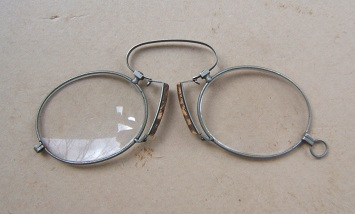 A Fine Pair of Late 19th Century Pinch Nez (Theodore Roosevelt Type) Eye-Glasses, ca. 1890 view2