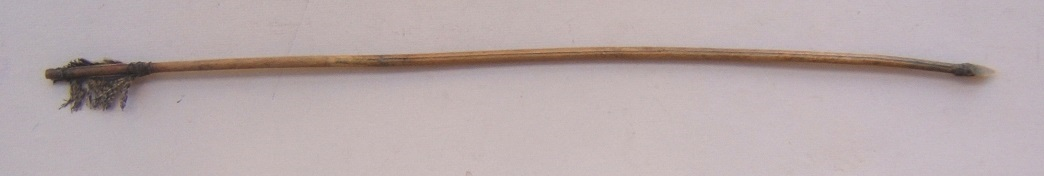 AN EARLY 19th CENTURY PLAINS INDIAN (SIOUX TYPE) ARROW, ca. 1840-1850 view 1