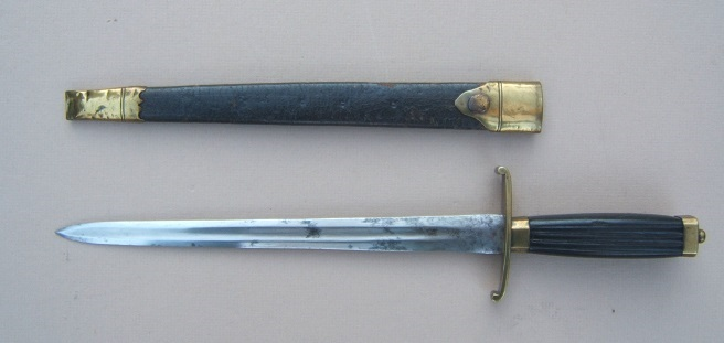 A FINE+ & EARLY AMERICAN REVOLUTIONARY WAR PERIOD ENGLISH/AMERICAN MIDSHIPMAN'S DIRK/FIGHTING KNIFE w/ ORIGINAL GILT-MOUNTED EMBOSSED LEATHER SCABBARD, ca. 1775 view 1